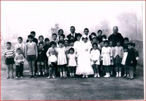 servi di maria padre girolamo russo foto con bambini prima comunione